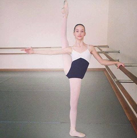#extension #balletkids #tiny #balletgirl #pointe #studio #barre #weheartit #ballet #dance #dancer #ballerina #futureballerina #beauty #cute I love ballet, especially teaching little ones! This is a favourite ballet beginnings pic! Follow me www.pinterest.com/carjhb for more pointe shoe pins, ballet tutus, costumes and bling! Lastly, if you'd like to be a patron of a the ballet and keep this art form alive in Africa, head over to www.facebook.com/mogaleballet like us and send me a message!