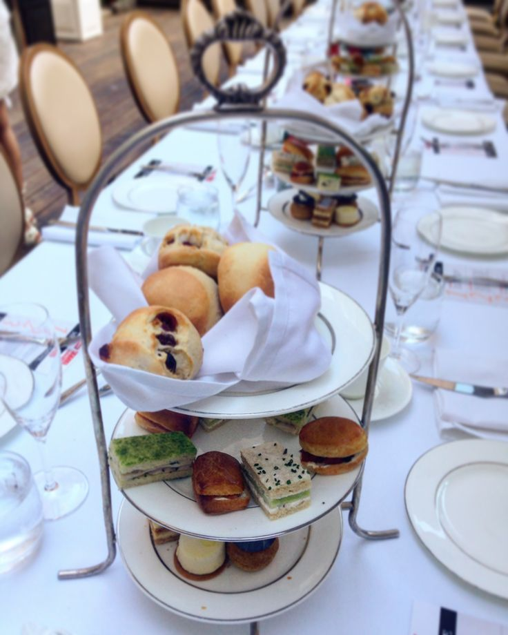 One of my favourite thing to do at one of my favourite place in town ... afternoon tea at the Ritz-Carlton
