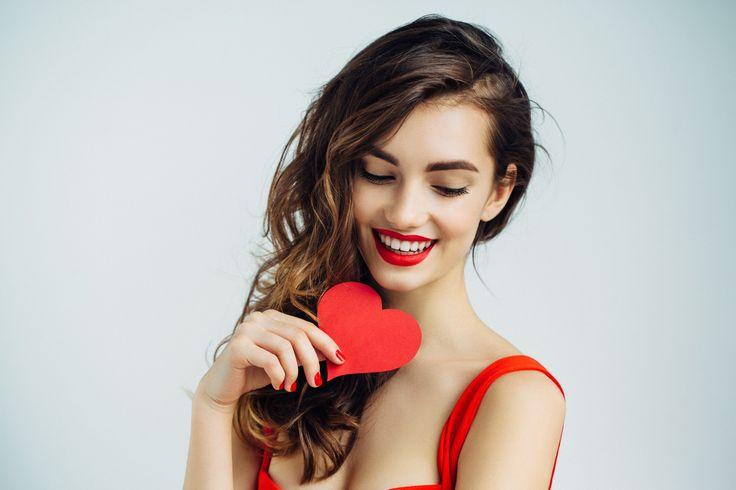 http://eltocadordemiriam.com/mMaquillaje San Valentín ♥2017 Descubre aquí los mejores looks románticos y tips para triunfar en tu cita este 14 de febrero. ¡¡Estoy segura de que te van a encantar!! Hay propuestas para todos los gustos, desde un maquillaje natural al más explosivo ¡Tú decides el que más vaya con tu estilo y personalidad! Incluso en esta ocasión os he seleccionado un vídeo tutorial con un maquillaje especial San Valentín paso a paso que os muestre con detalle cómo