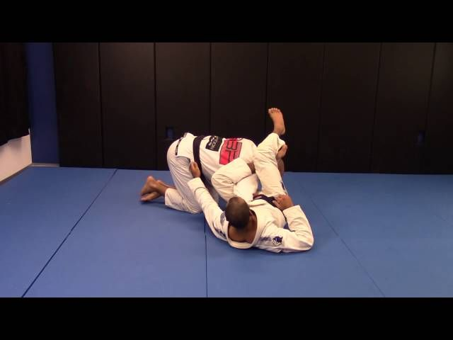 Bernardo Faria Shows How To Escape The Omaplata
