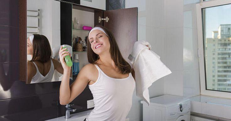 Как убрать мешки под глазами: 4 верных средства