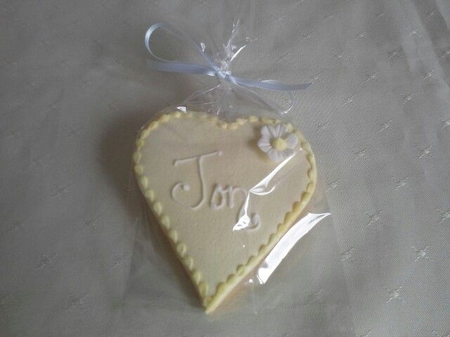 Lemon shortbread wedding favor & place setting hand made by MJ www.mjscakes.co.nz in sunny Hawkes Bay NZ delivered to Craggy range winery