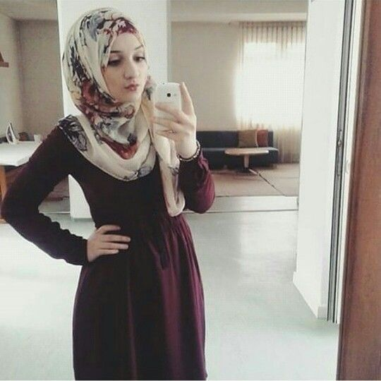 Pinned via Nuriyah O. Martinez | Love the combo between plain color dress n floral hijab