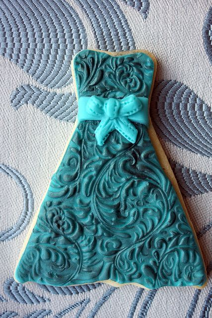 Green dress cookie with bow by The sugar mice, via Flickr