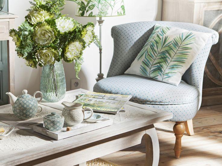 #Thé #Fleurs #Vase #Coussin #Fauteuil #Table #Ambiance #Charme #Classique #HomeSweetHome #Interiordesign #Homedecor #décorationmaison #décorationappartement