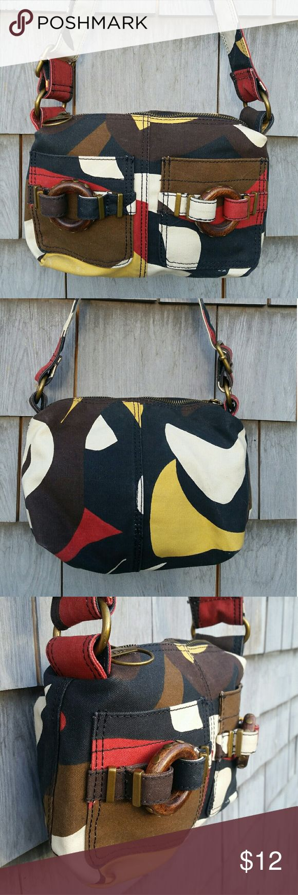 Gap canvas purse Bohemian vibe Gap purse, great for casual weekend. Fun funky look. Excellent condition no rips or stains All zippers work.  Smoke free home. Gap  Bags