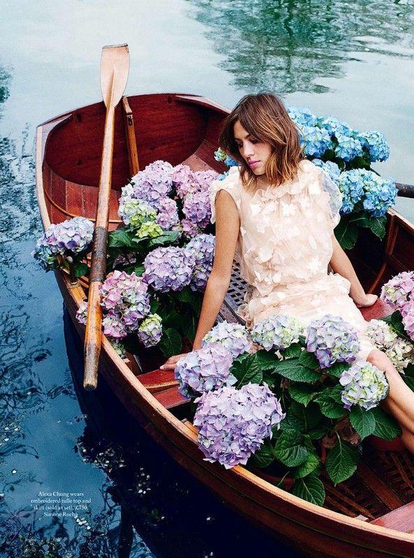 Алекса Чанг (Alexa Chung) в фотосессии для Harpers Bazaar UK