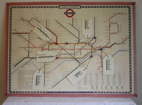 """Non scordare il tabelau! ^^ Ecco una possibile idea per portare con voi un po' di Londra anche quel giorno. Il tableau potrebbe essere la mappa della metro dove ogni linea è un tavolo (spero ne abbia a sufficienza^^""""). I nomi delle persone potrebbero essere segnati nelle tabelle in basso a destra o direttamente al posto delle fermate. Scusa la qualità dell'immagine ma non riuscivo a trovarne una decente che rendesse l'idea.^^"""""""