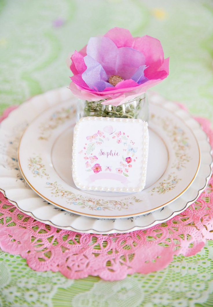 Amy Liu BissettofA Dazzle Dayhas a signature pastel color palette & girlish party style that gets me every time! Her DIY's always fee