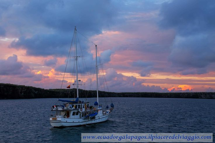 Alba sulla Darwin Bay. #genovesa #galapagos #ecuador #isola #island #sudamerica #southamerica #sunrise #alba #darwin #darwinbay #beach #spiaggia