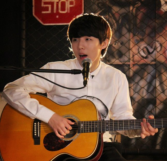 """Following speculations that singer Yoo Seung Woo had found a new home at Starship Entertainment, the label confirmed that the singer signed an exclusive contract with them. On February 13, Starship Entertainment commented, """"Despite his young age, Yoo Seung Woo is a singer who possesses exceptional t..."""