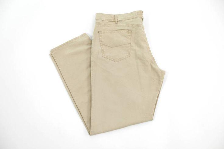 Jasne spodnie koloru beżowego. Idealne na lato. Dostępne w rozmiarach od 3XL do 8XL. Skład: 96% bawełna 4% elastan.