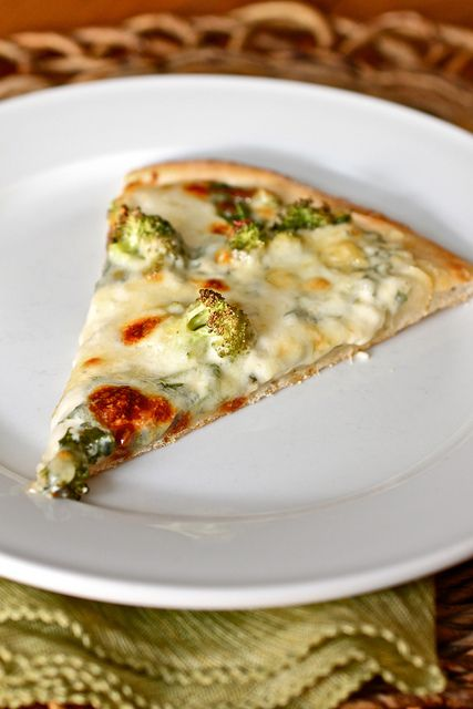 Pizza with white sauce, spinach, and broccoli #pizza White Sauces, Baby Spinach, Bechamel Sauces, Spinach Pizza, Artichokes Heart, Fresh Baby, Spinoccoli Pizza, White Pizza, Broccoli Pizza