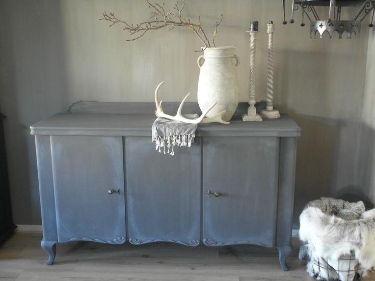 Art deco dressoir in grijze krijtverf met was