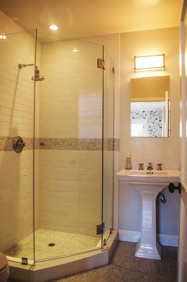 Best 25 Corner shower doors ideas on Pinterest  Corner showers Corner shower tile and Glass