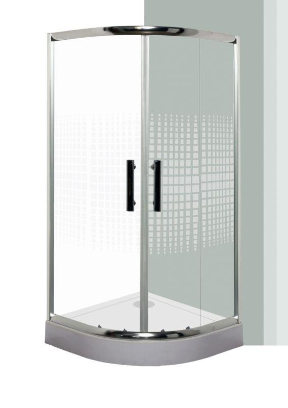 Az alsó dupla kiakasztható rugós görgőknek köszönhetően megvalósul a háziasszonyok álma: csupán pár perc és gyönyörűen tisztává varázsolható a zuhanykabin egyszerűen. A fényes króm keret és a változatos üveg design teszik még varázslatosabbá fürdőszobájának ékességét, a műanyag vízzáró profilok pedig megakadályozzák a víz szétfolyását. Az állítható fali profiloknak köszönhetően  nem okoz gondot ha beüzemelés közben derűl ki, hogy nem teljesen függőleges a fal , így akár 2 cm eltérést is…