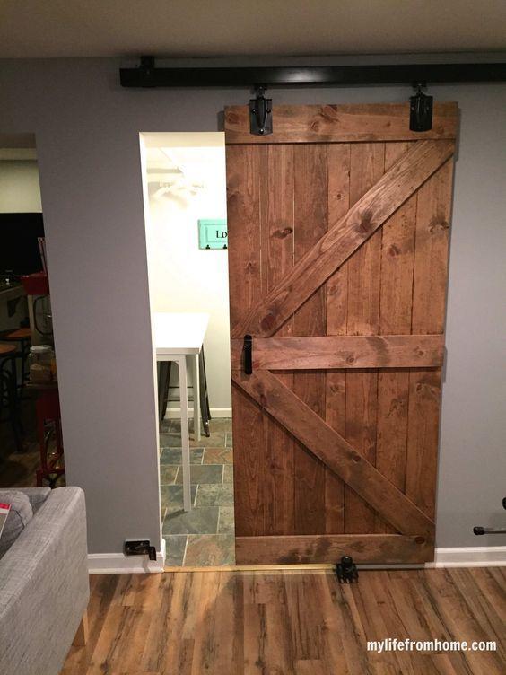 Sepa c mo hacer una puerta corredera de estilo r stico for Construir puerta corredera