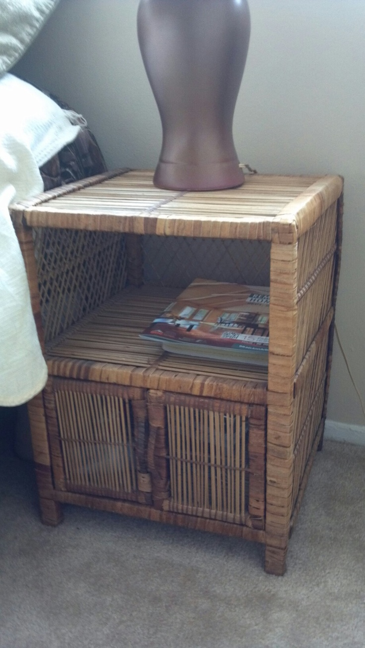 Wicker end table. $10