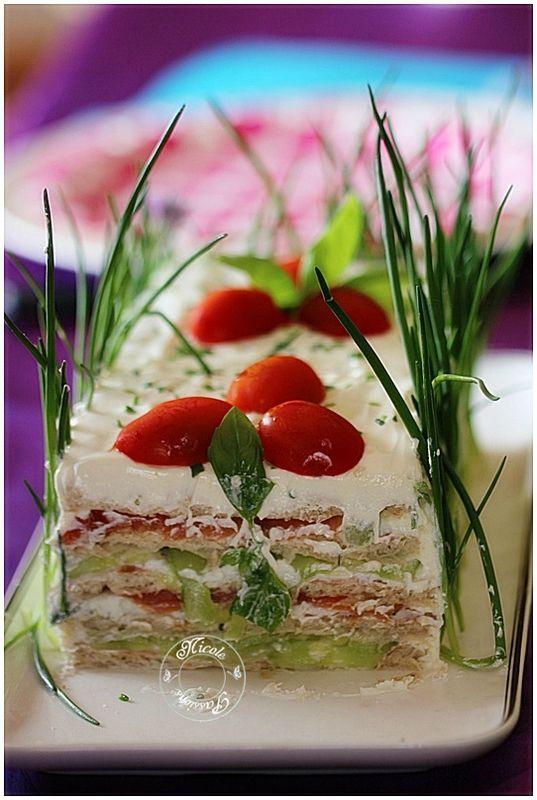 sandwich cake léger et rafraîchissant ou gâteau frais au saumon fumé