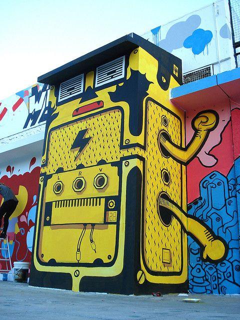 Prenez garde au robot géant car il est au courant...! / Street art. / Buenos Aires. / Argentine.