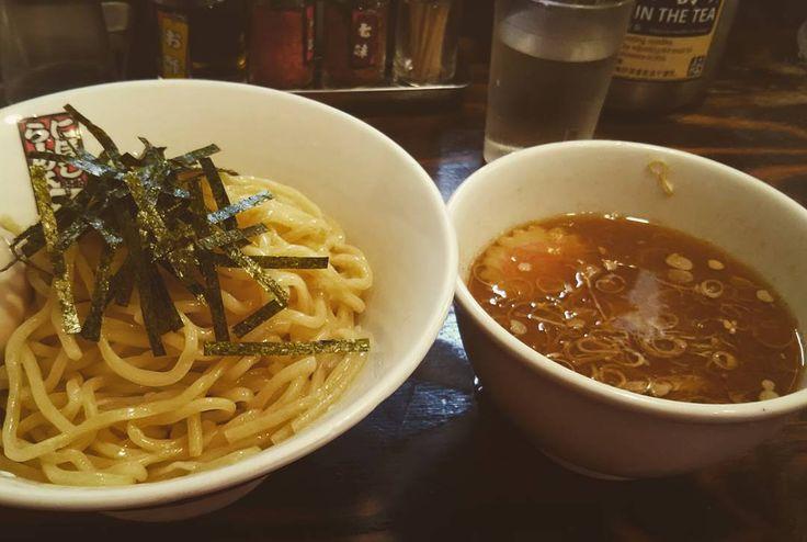 最近週末に新宿に来る頻度が高い軽くつけ麺煮干しをうたう割にはカツオ節のほうが強く感じる麺がツルツルモチモチで美味しい#つけ麺 #ラーメン #つけめん #煮干しラーメン #煮干しらーめん玉五郎 #新宿 by sachikoohno