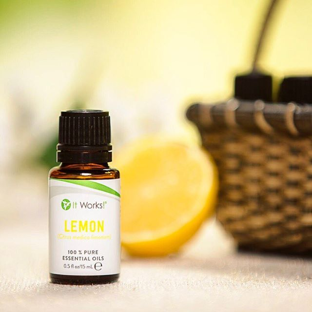 Need a blissful burst of lemon-fresh energy to keep you GOing for those bonuses?! Try using our  Lemon Essential Oil to naturally uplift and inspire you to be #legendary ! #WeMakeOilsCool