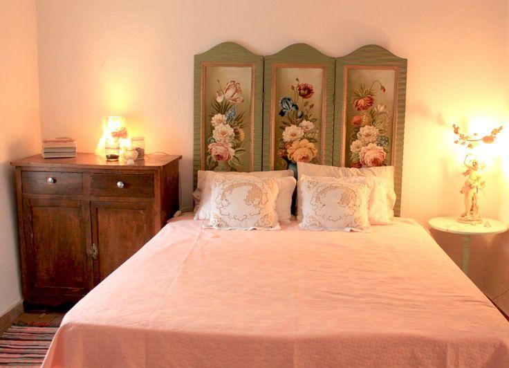 Romantic Bedroom! upcycle furniture-eco_design. By ZoeBelt http://zoebelt.blogspot.gr/search/label/%CE%9C%CE%B5%CF%84%CE%B1%CF%80%CE%BF%CE%AF%CE%B7%CF%83%CE%B7%20%CE%B5%CF%80%CE%AF%CF%80%CE%BB%CF%89%CE%BD