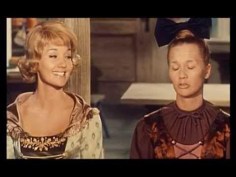 """Lilo Pulver in """"Kohlhiesels Töchter"""" - Jedes Töpfchen find sein Deckelchen (1962) . Die fand ich sehr lustig, als ich ein Mädchen war. Dass der Mann alles kaputt haut, weil er nicht kriegt, was er will, weniger. War nix mit den inneren Werten :-)"""