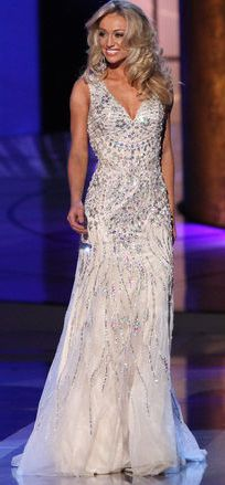 Miss Virginia 2014 Evening Gown: HIT or MISS http://thepageantplanet.com/miss-virginia-2014-evening-gown/