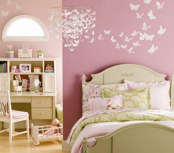 Deco cuarto bebes. Mariposas de papel para el movil y mariposas pintadas en la pared