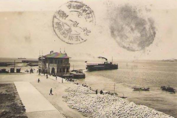 Kadıköy İskelesi... 1923 yılında Ankara'dan gönderilmiş bir kartpostal.