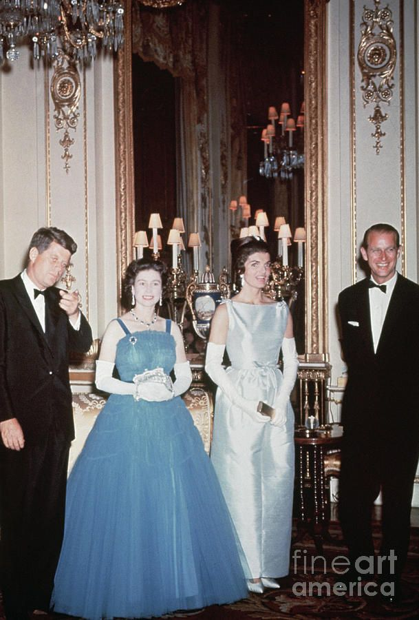 John F Kennedy And Queen Elizabeth Ii By Bettmann Queen Elizabeth Jfk And Jackie Kennedy Royal Fashion