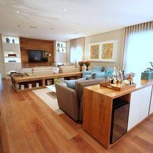 Sala de estar grande com piso de Taco