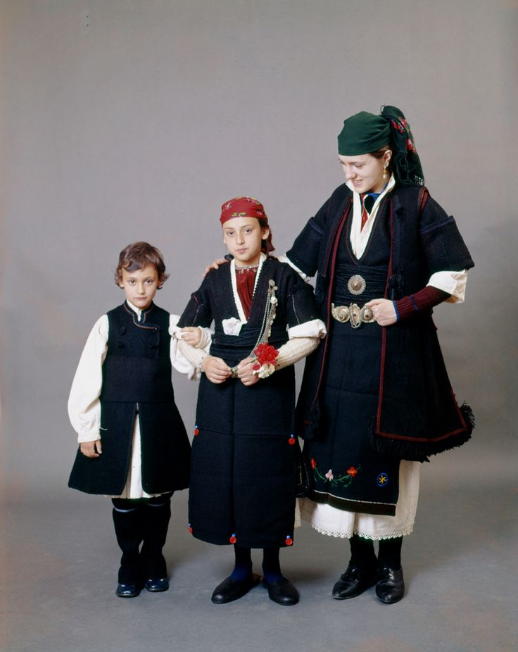 Description Woman and children from the village of Psarades in the Prespes lake district of Florina. They are characterized by dark colour effect. Peloponnesian Folklore Foundation
