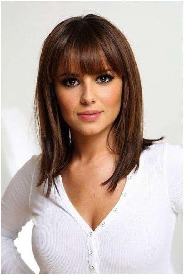 Cortes de pelo para cara ovalada: fotos de los looks - Rostro ovalado con media melena con flequillo