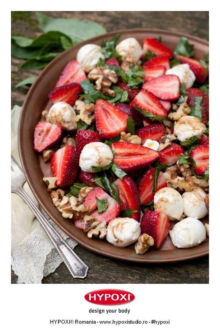 Va propunem o reteta rapida si revigoranta: salata cu capsuni, nuci si mozarella. Bon Appetit! #Hypoxi #HealthySkin