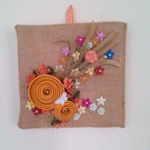 Quadro handmade in juta con fiori in gomma crepla glitterata e