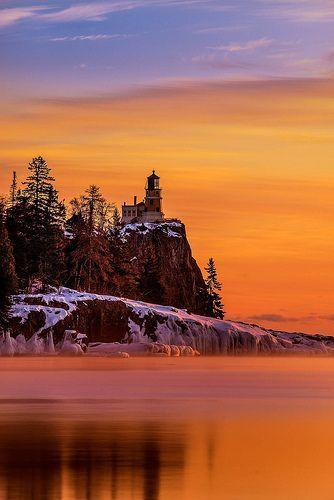 Sunrise on a cold winter morning - Split Rock Lighthouse State Park, Minnesota, USA (by RJIPhotography on Flickr)