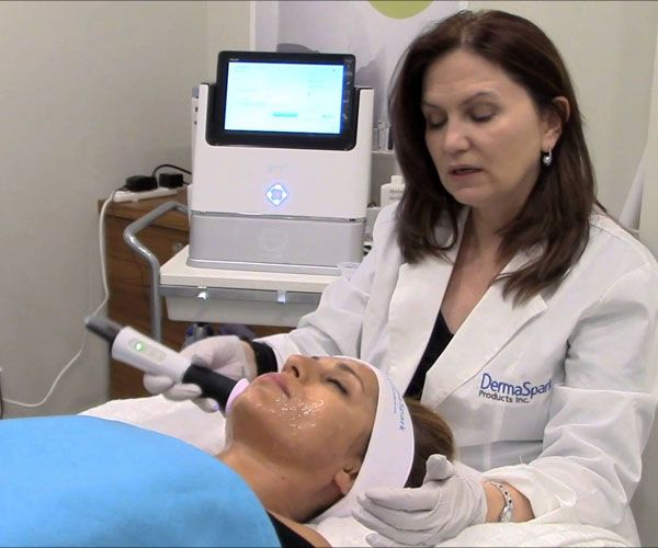 I tried OxyGeneo, the next-gen oxygen facial that's like three skin treatments in one… should you? http://beautyeditor.ca/2014/01/06/oxygeneo-review/