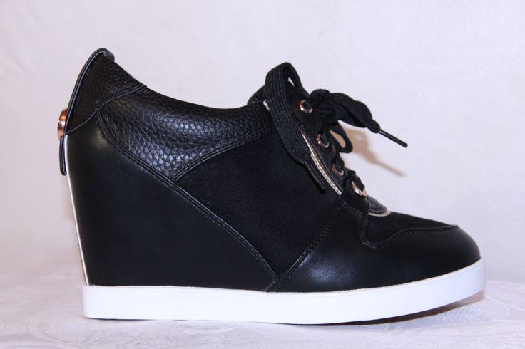 Черные ботинки имеются размеры