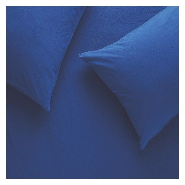 The Washed cobalt blue stonewashed single duvet cover has a soft, relaxed look and feel and due to the nature of the finish it requires no ironing.[br]The duvet cover is made from 100% cotton and is part of the Washed bedding range, available in various colours; mix and match them for a beautiful layered look.[br]100% cotton, made in Portugal.