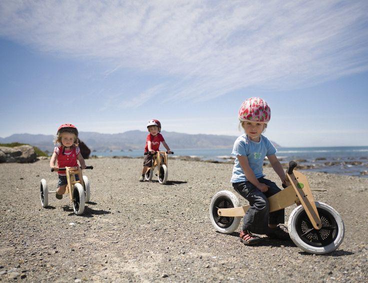 3 stoere kinderen op hun Wishbone Bike 3-in-1. #opwielen #loopfiets #driewieler. Prijs: €189.