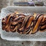 Τσουρεκι γεμιστο με σοκολατα και καρυδια του Ακη Πετρετζικη