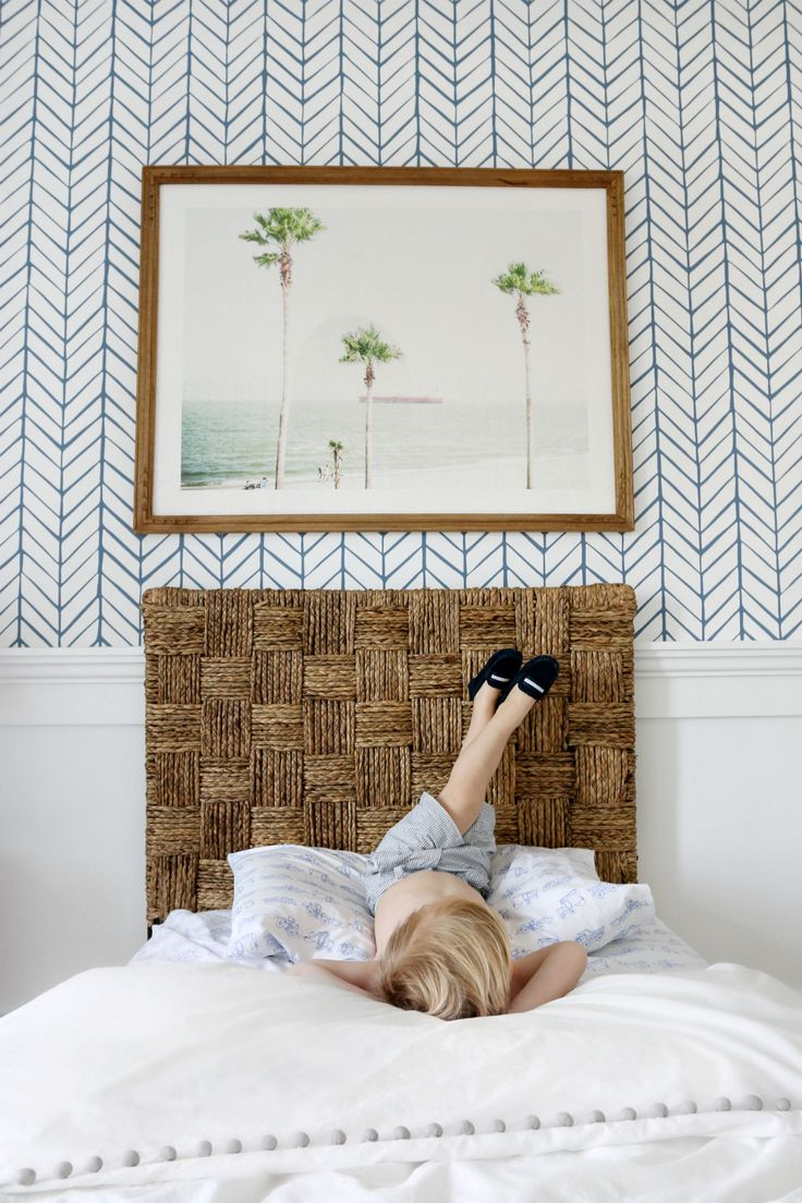 Image via Monika Hibbs | #serenaandlily Feather Wallpaper