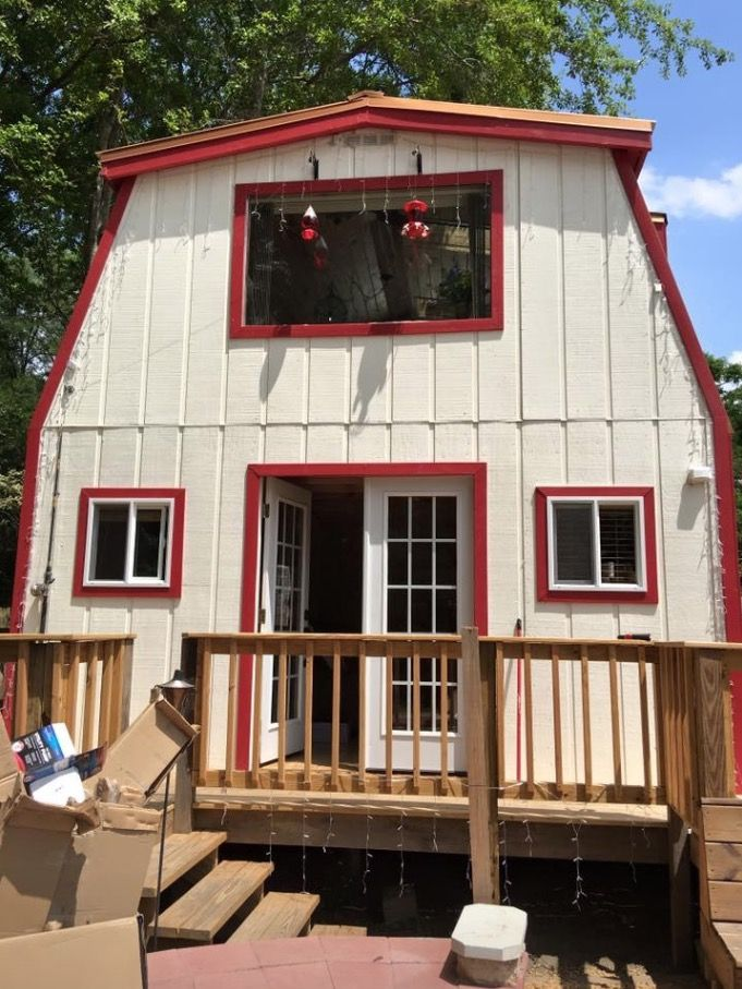 He built a 512-square-foot tiny house for his sister in 3 months and