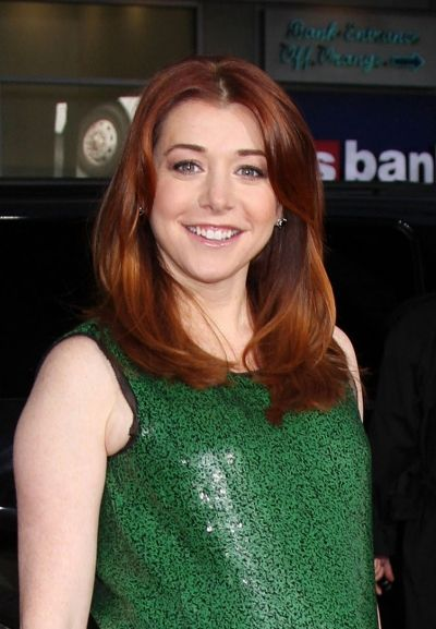 Alyson Hannigan's Medium Brown Red Copper #haircolor gets extra attention with that glamorous shine. Easy ways to make any hair type shiny here: http://www.esalon.com/blog/add-shine-to-any-hair-type/