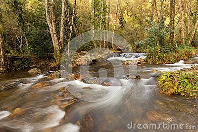 Long exposure of an valley river in Portugal, during this autumn