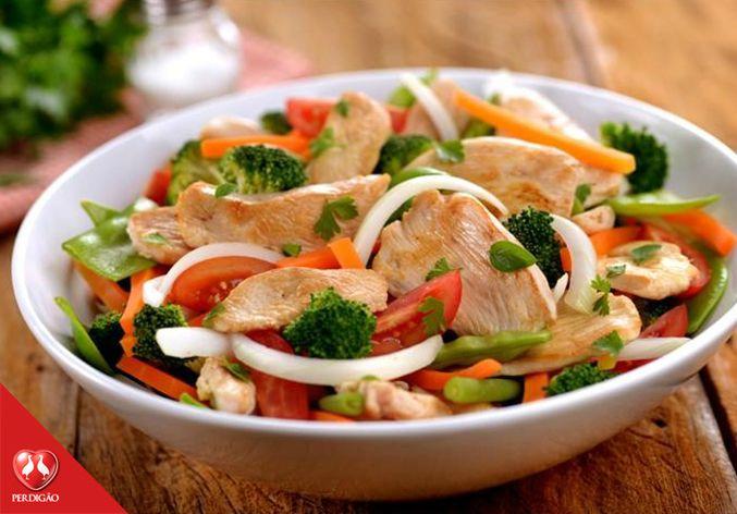 Receita de Salada Morna de Frango com Legumes