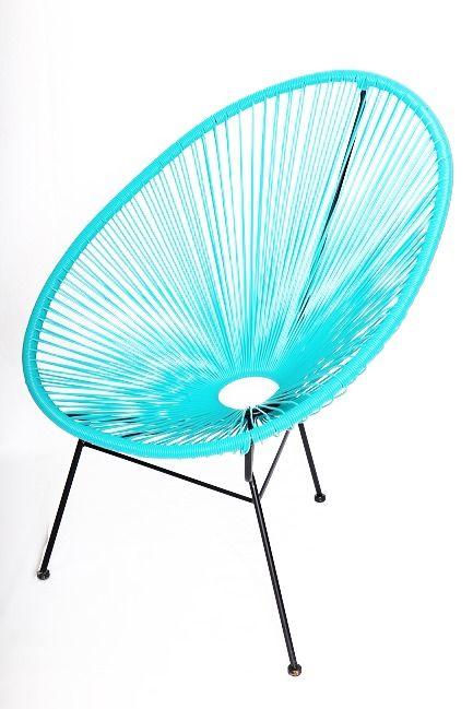 Fauteuil Acapulco. Coup de coeur pour la couleur turquoise de ce fauteuil en matière scoubidou.  Dispo sur www.armandetcolette.fr