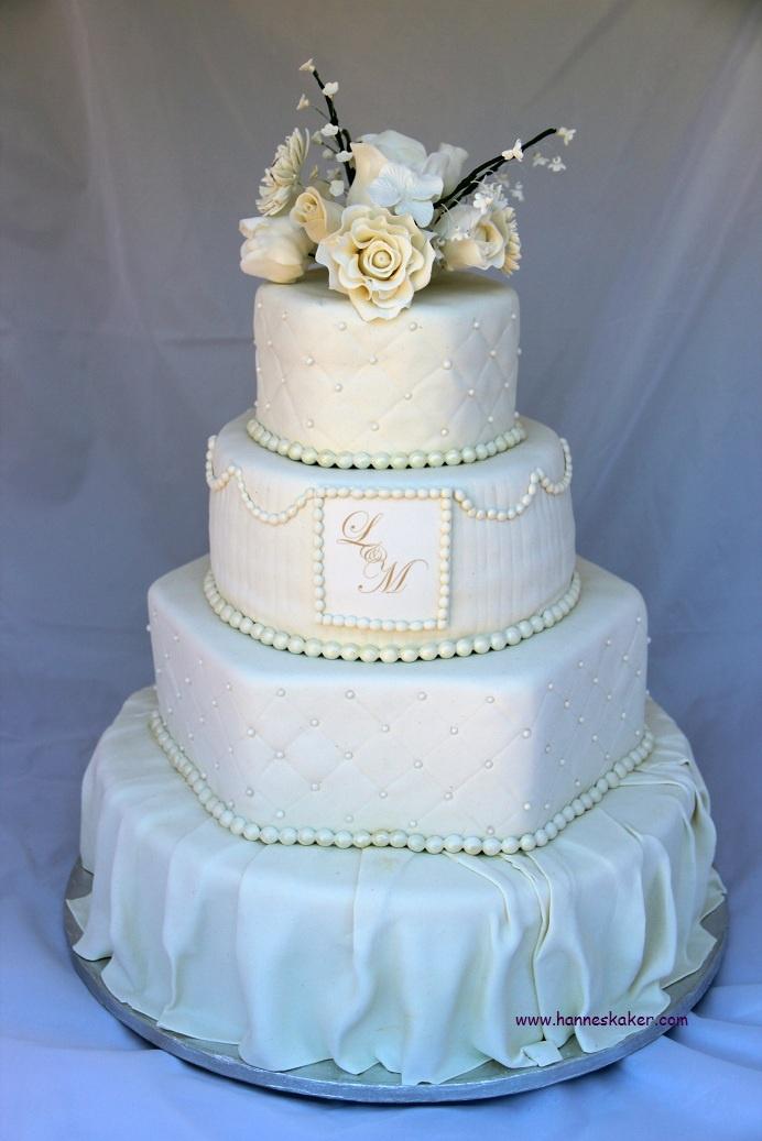 Wedding cake made by [ Cakes by Hanne ]. www.hanneskaker.com